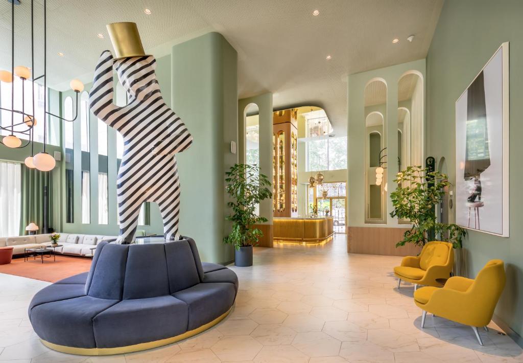 Hotel Barcelo lobby Madrid