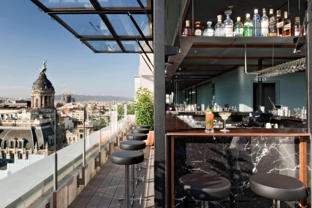 Cool rooftop hotel bar