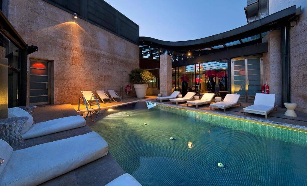 hotel urban pool