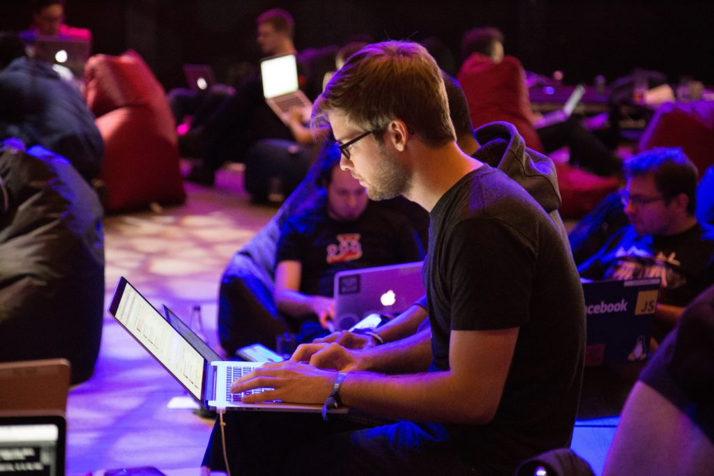 Guy at conference with apple laptop