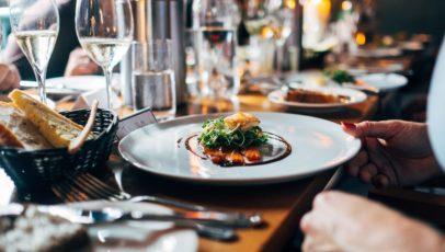 10 tips to master business dinner etiquette